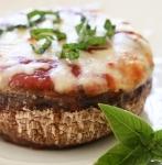 Ciuperci umplute cu legume si branzeturi
